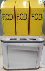 Металлические мусорные контейнеры и ящики