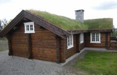 Дом из сруба из сухих сосновых или еловых бревен.