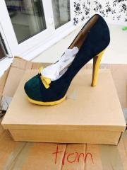 Обувь из Англии по цене 2.30 евро за пару (2.00 фунта).